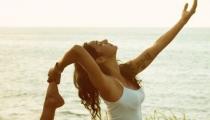 """7 động tác yoga giúp mẹ bầu sở hữu bộ ngực quyến rũ """"trong mơ"""""""
