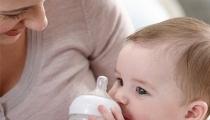 6 sai lầm không tưởng khi pha sữa cho con khiến trẻ chậm lớn
