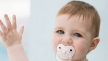 Mách mẹ 5 mẹo đơn giản giúp trẻ cai ti giả dễ dàng