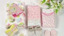 Lựa chọn quà cho bé sơ sinh đầy tháng
