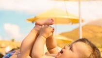 Tắm nắng cho trẻ vào mùa đông đúng cách