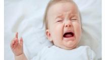 Tưa lưỡi ở trẻ sơ sinh, mẹ phải làm sao đây?