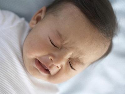 Khò khè là tình trạng rất phổ biến ở trẻ sơ sinh và trẻ nhỏ.