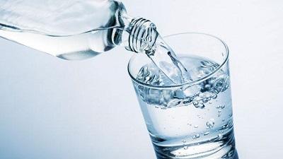 Không sử dụng nước khoáng để pha sữa công thức cho trẻ.