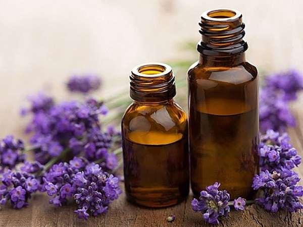 Dầu dừa, dầu oliu hoặc dầu oải hương rất tốt cho vùng da bị rạn.