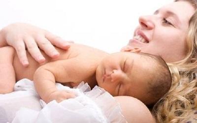 massage giúp bé ngủ ngon hơn