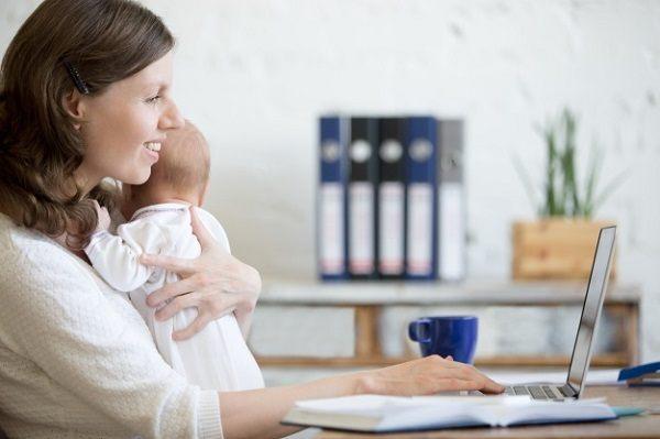Guồng quay công việc trở lại, nhiều bà mẹ bắt đầu tính đến việc bảo quản sữa lạnh cho con.