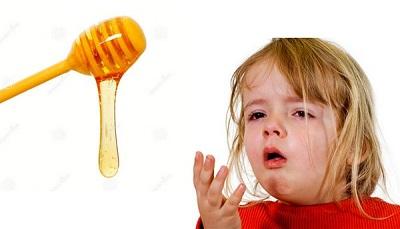 Mật ong có tác dụng cắt cơn nấc rất tốt với trẻ trên 12 tháng tuổi.