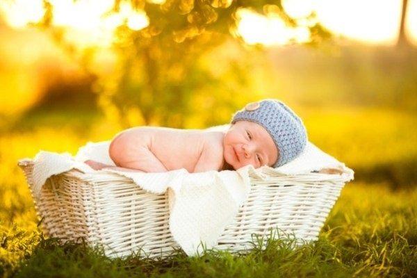 Tắm nắng đem lại nhiều lợi ích cho sức khoẻ trẻ sơ sinh.