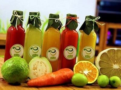 Nước trái cây đóng chai không được khuyên dùng cho trẻ vì chứa nhiều thành phần mà trẻ không thể tiêu hóa được dẫn đến tình trạng sôi bụng đi ngoài.