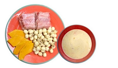 Một bát bột được nấu cùng sườn ngọt thơm và các loại rau củ quả là sự lựa chọn tuyệt vời cho bé.