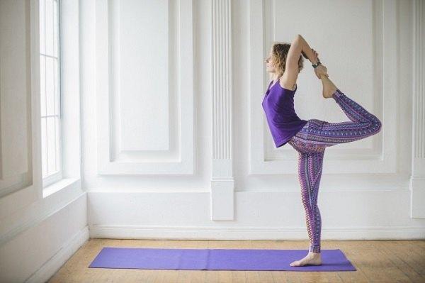 Quần áo, thảm tập và vị trí tập Yoga là rất quan trọng.