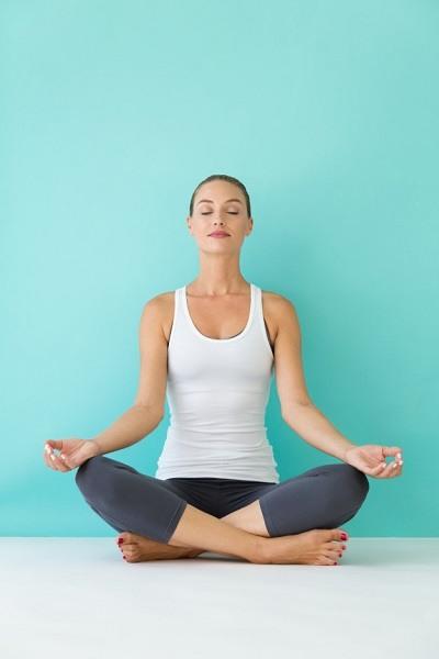 Yoga giúp mẹ phục hồi sức khỏe sau sinh.