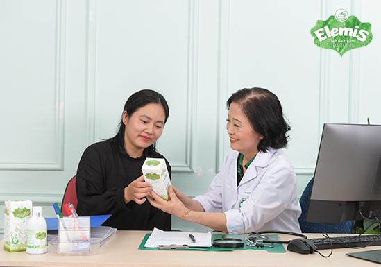 Bác sĩ Lê Thị Hoàn luôn khuyên dùng Elemis cho các mẹ có con nhỏ đang gặp vấn đề về da