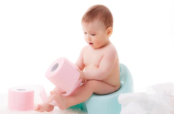 Có nhiều nguyên nhân dẫn đến táo bón ở trẻ sơ sinh lắm mẹ nhé