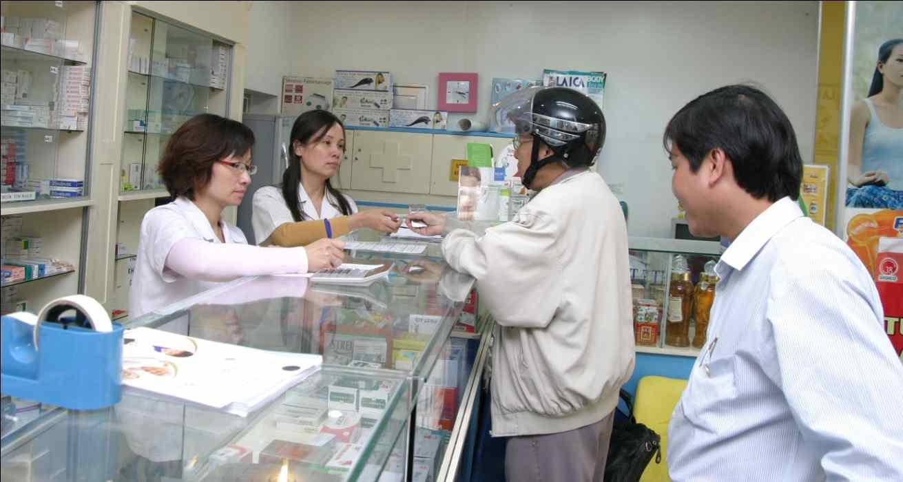 Tự ý mua thuốc mà không hỏi ý kiến bác sĩ là thói quen rất nguy hiểm